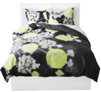 Unique Room Essentials Photoreal Floral Reversible Duvet Cover Set off