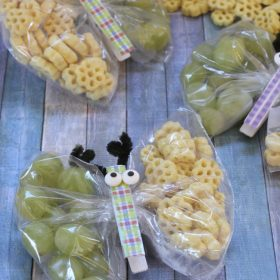 Butterfly Snack Bags with Honeycomb Cereal